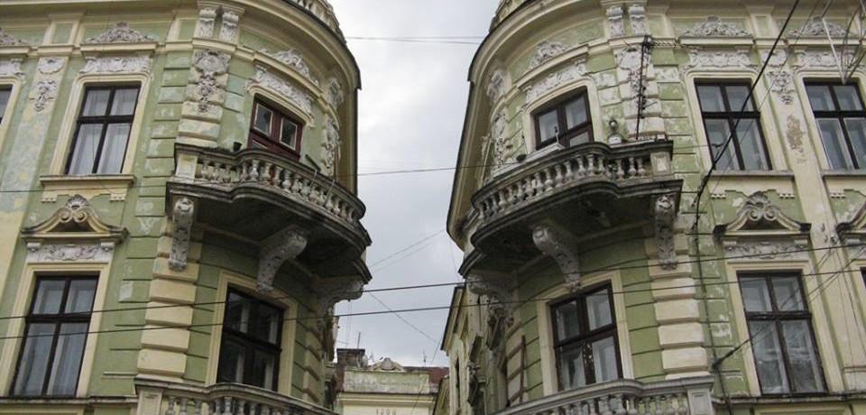 Будинок-«шіфа» та золоті грушки на балконі